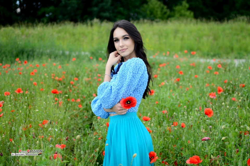 Ewa surrounded by poppy flowers